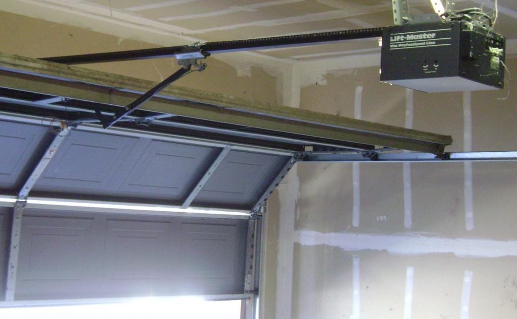 Ворота на гараж подъемные фото
