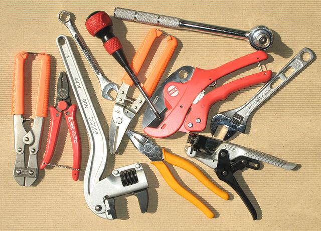 hand-tools-for-garage-workshop